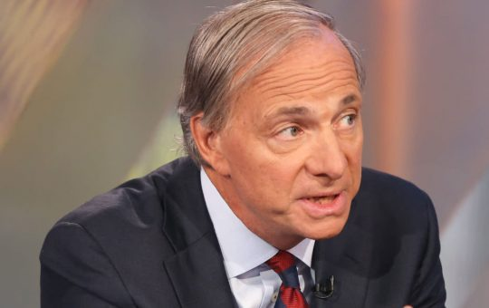 Billionaire Hedge Fund Manager Ray Dalio Still Concerned Government Will Outlaw Cryptocurrency